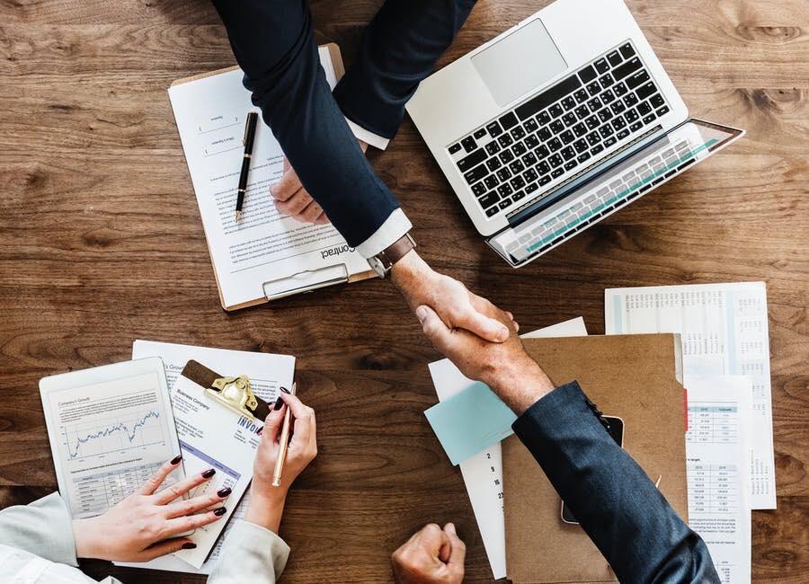Vállalkozás vs. megbízás, avagy mire is szerződünk pontosan?